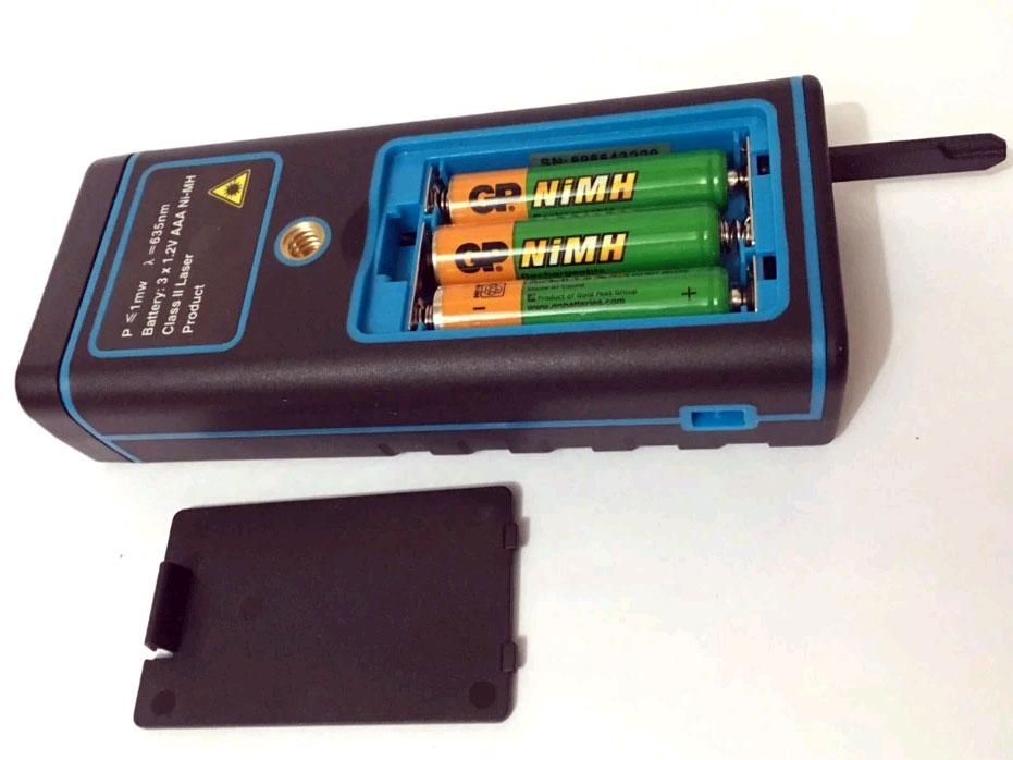 SNDWAY лазерная рулетка SW-S50 - батарейный отсек с аккумуляторами